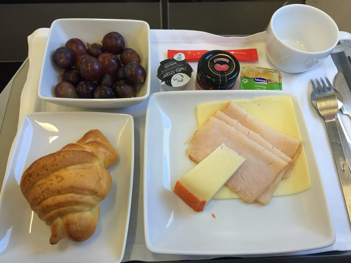 TAP Portugal Business class breakfast